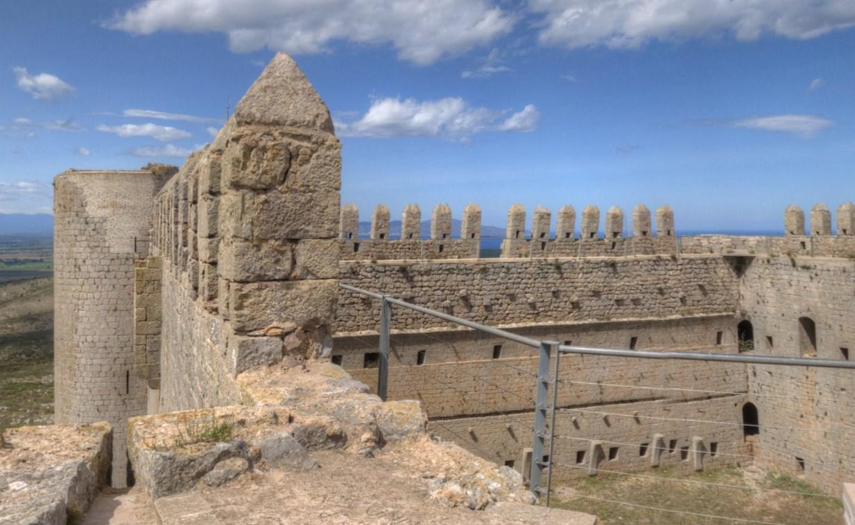 Крепость на холме - Castell de Montgri