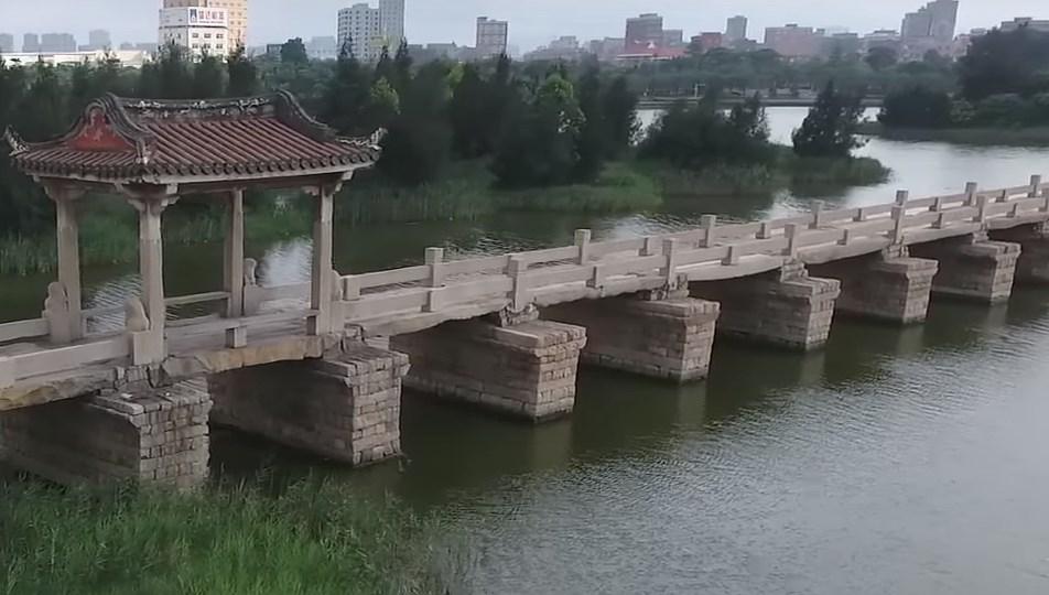 Длиннейшая древняя дорога из камня над водой, которая используется и сейчас - Аньпин мост