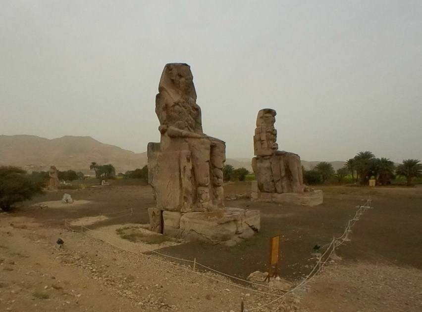 Гигантские статуи Древнего Египта, одна из которых когда-то издавала необычные звуки - Колоссы Мемнона