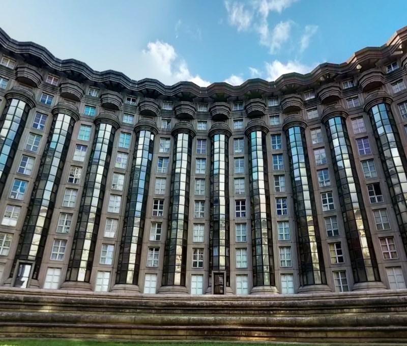 Уникальный жилой комплекс от архитектора Рикардо Бофилла, засветившийся в «Голодных играх»