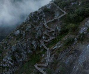 Дорога из досок через горы длиной 8 км — деревянная тропа в геопарке Арока