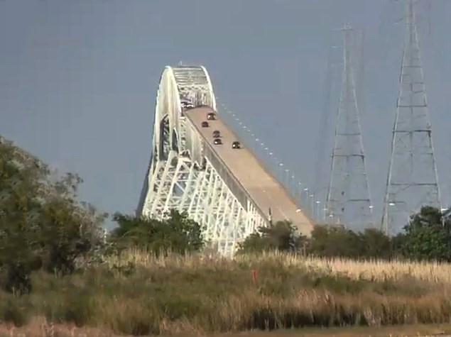 Забавная иллюзия «крутого моста»