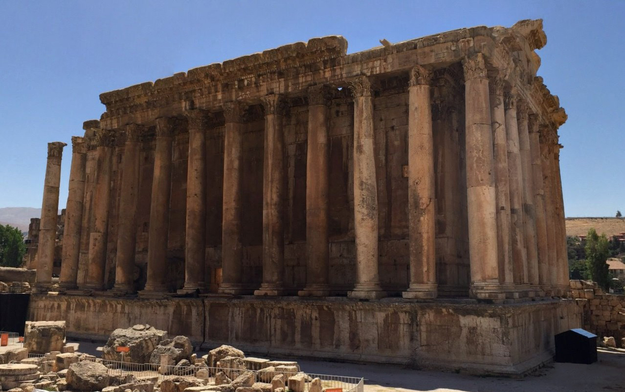 Словно построенное великанами - огромнейшие рукотворные блоки в стене храма Юпитера в древнем Гелиополисе