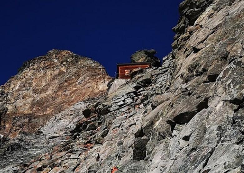 Когда за окном высота 4000 метров - домик над облаками на горе Маттерхорн
