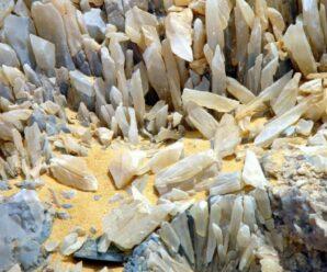 Во время строительства дороги в Египте случайно обнаружили «Хрустальную» гору