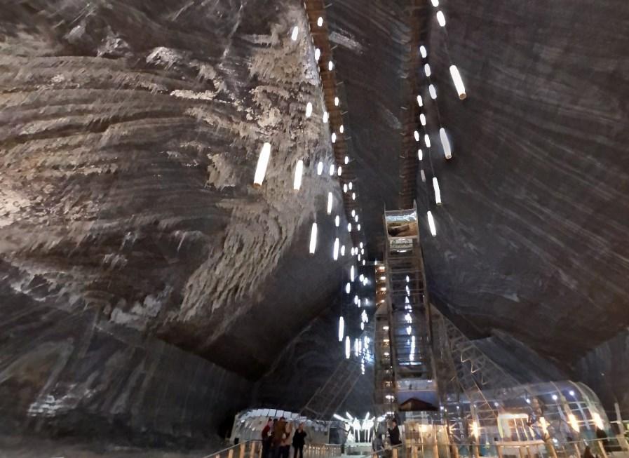 Громадные подземелья, созданные человеком - одни из крупнейших выработанных солевых шахт