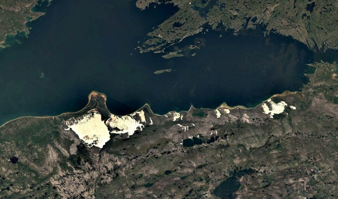 Самые северные подвижные дюны барханы посреди тайги возле озера Атабаска