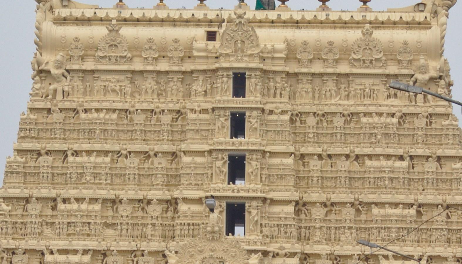 Один из богатейших храмов и дверь, которую легенды запрещают открывать - Падманабхасвами в Индии