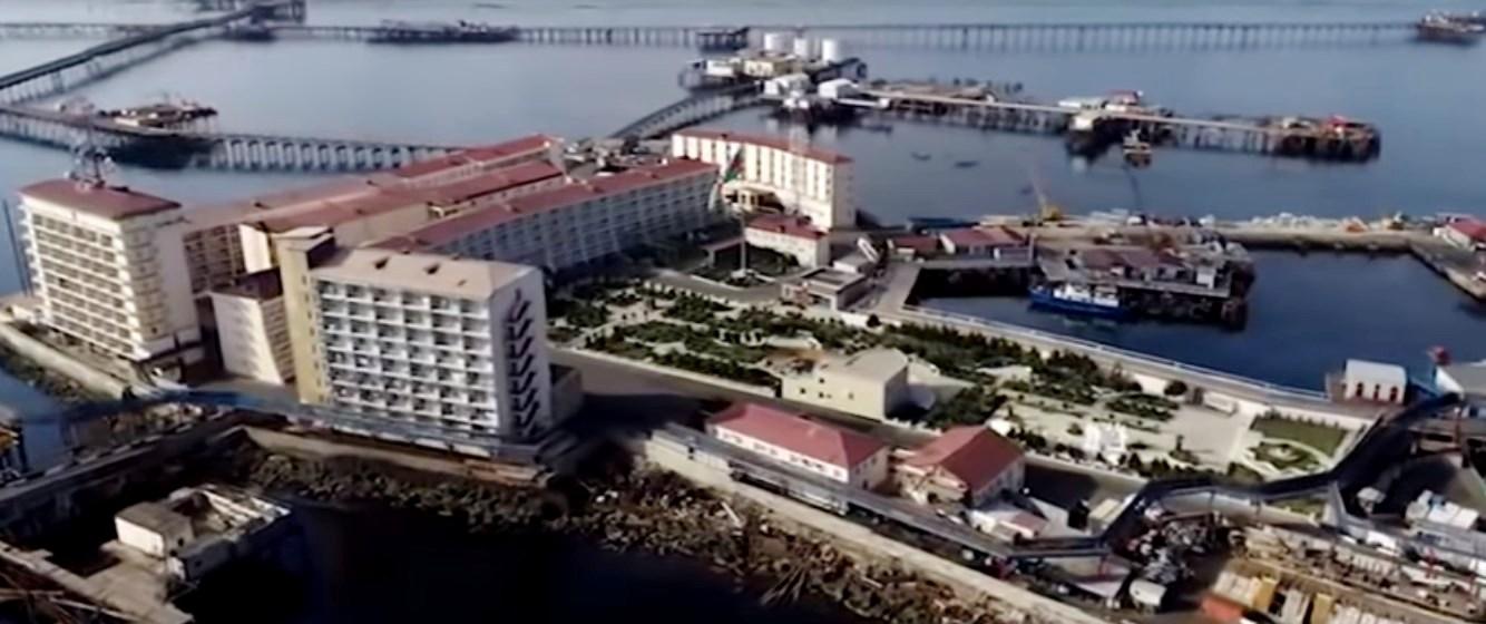 Город прямо в Каспийском море — «Нефтяные Камни» на сваях