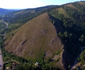 Черная пирамида Приполярного Урала, которая не вписывается в ландшафт