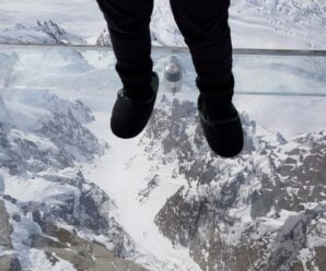 И только стекло удерживает от падения в бездну — смотровая площадка в Альпах «Шаг в пустоту»