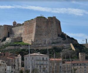 Гигантские стены средневекового бастиона Летендар когда-то защищали городок Бонифачо