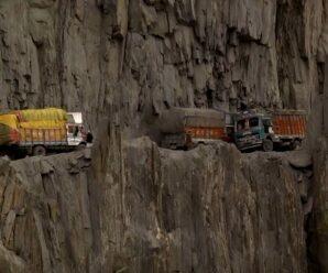 Одна из опаснейших автомобильных дорог проходит через перевал Зоджи-Ла в Гималаях