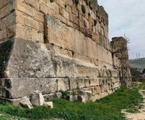 Словно построенное великанами — огромнейшие рукотворные блоки в стене храма Юпитера в древнем Гелиополисе