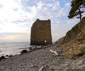 Плоский утёс в Краснодарском крае — скала Парус