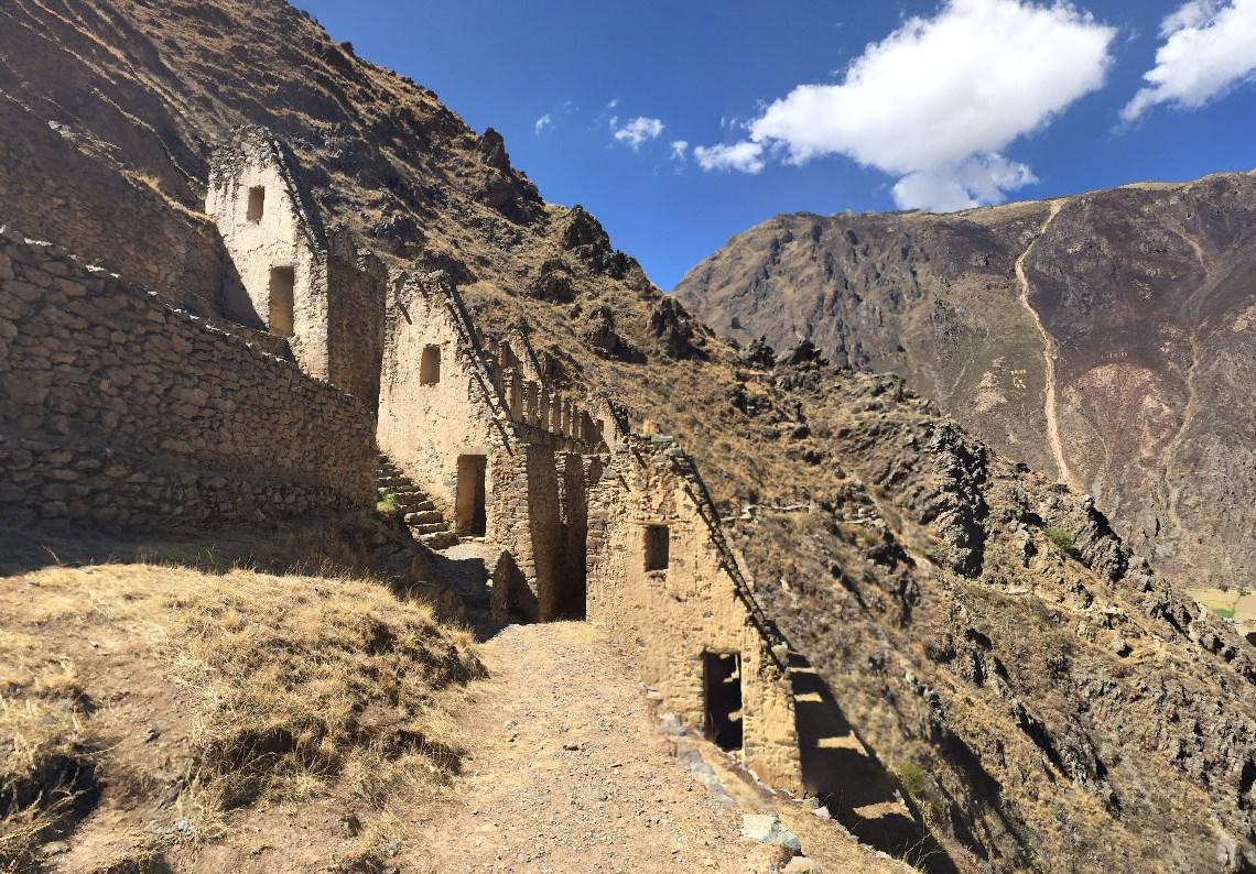 Похожие на гигантские ступени великанов - древние террасы инков для земледелия