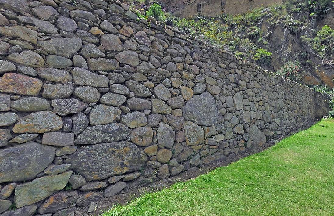 Похожие на гигантские ступени великанов - древние террасы инков