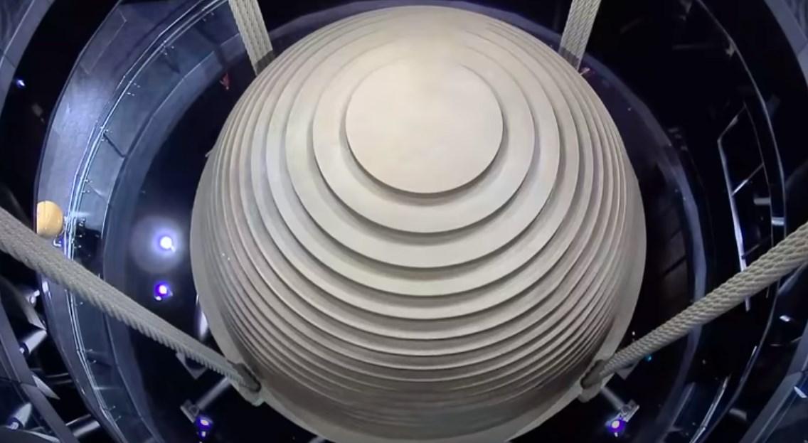Зачем этот огромный шар в некоторых небоскрёбах - инерционный демпфер