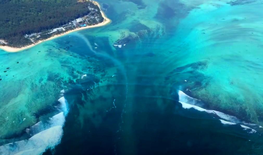 Подводный водопад у Маврикия, необычная природная иллюзия