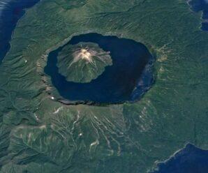 Одно из самых уникальных мест России и всего мира — вулкан в вулкане на острове Онекотан
