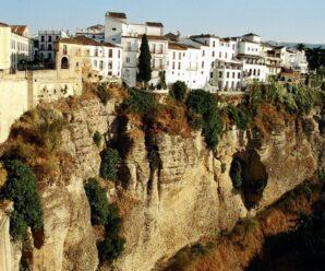 Дома, нависающие над краем пропасти — старинный город Ронда