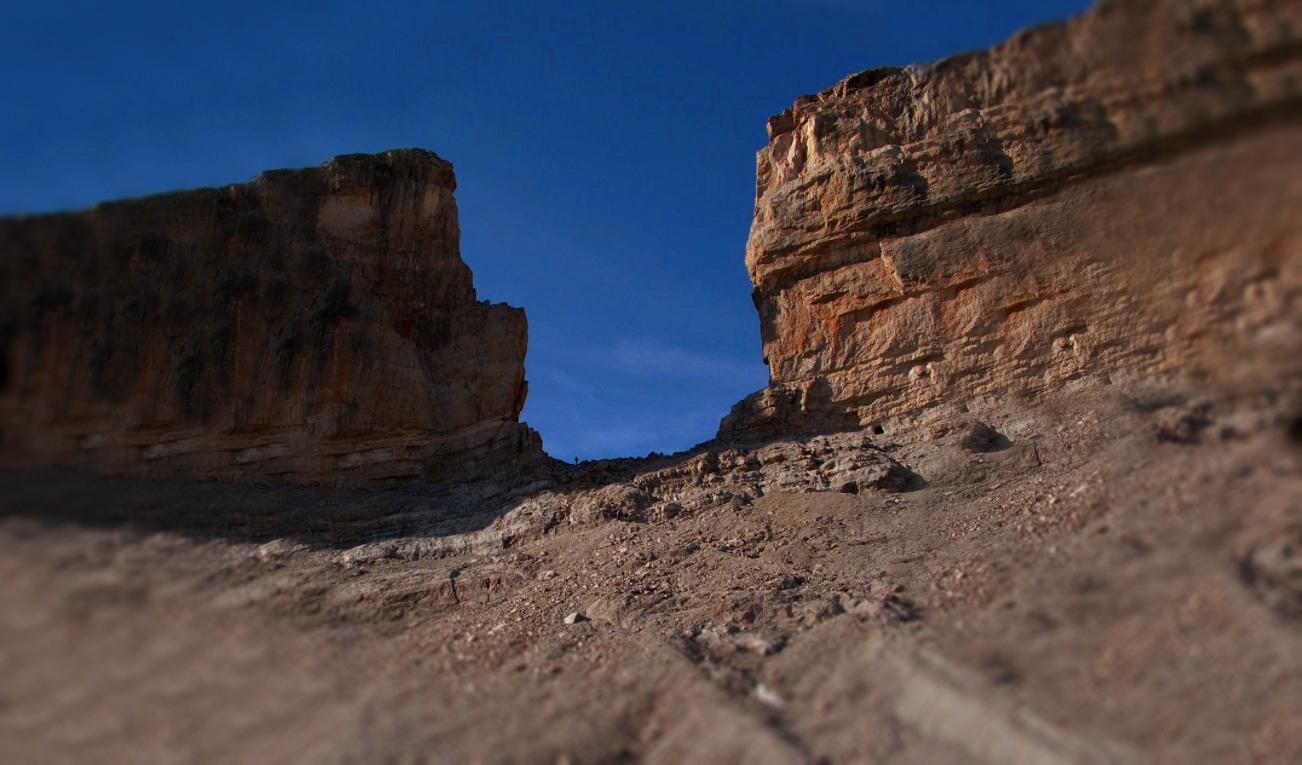 Гора, которая по легендам разрублена мечом - разлом Роланда