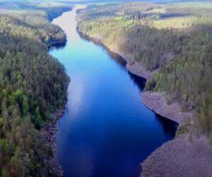 Необычный водоем Карелии — скрытое скалами длинное и узкое озеро Пизанец